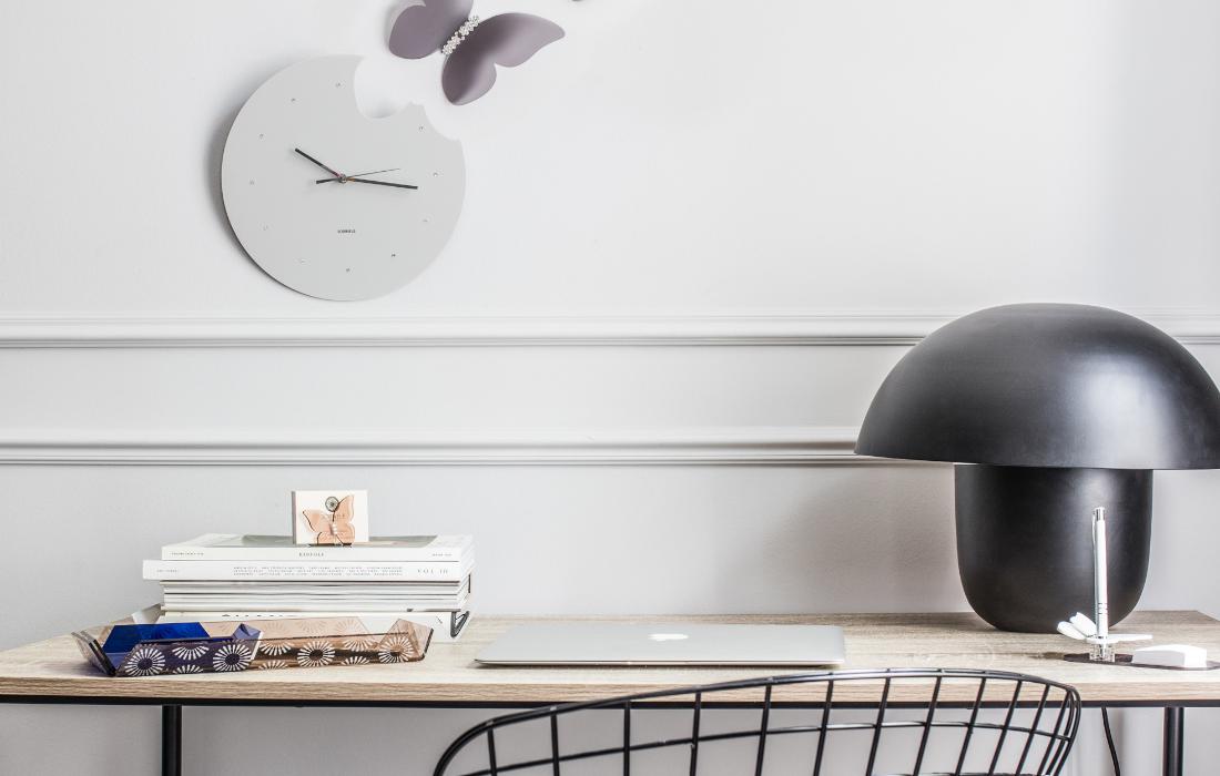 Moderno i elegantno uređen radni stol